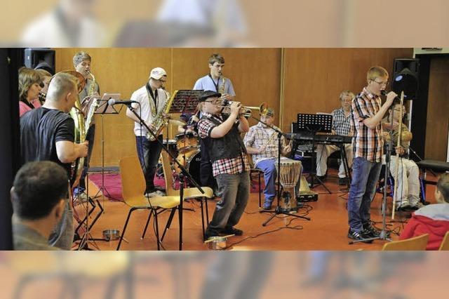 Wie junge Musiker mit und ohne Behinderung zusammen spielen