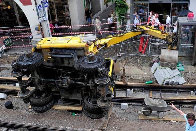 Nach dem Umkippen eines Gleisbaggers laufen Ermittlungen