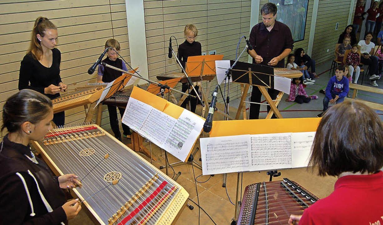 Das Hackbrett-Ensemble der Trachtengruppe Glottertal am Jugendnachmittag   | Foto: Christian Ringwald