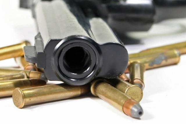 Mann vergisst schussbereite Pistole in Mietwagen