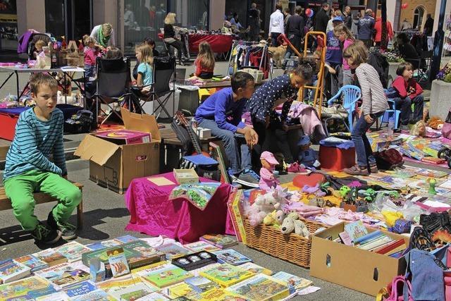 Büchermeile und Hobbykünstlermarkt