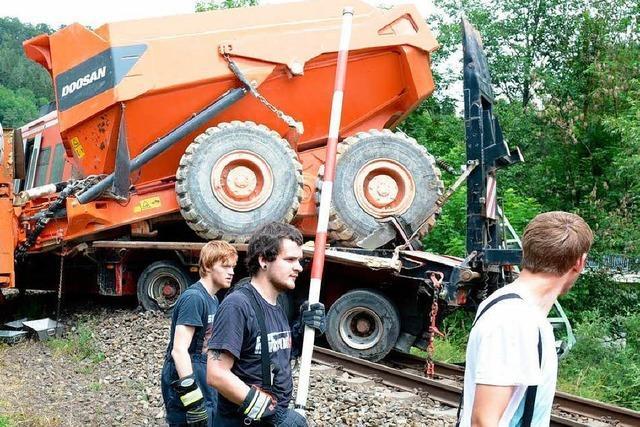 Zug rammt Lastwagen – 33 Menschen verletzt