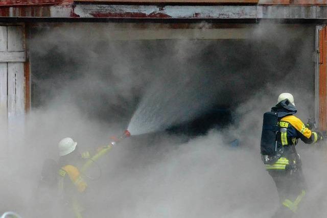 Werkstattbrand gefährdet Wohnhaus