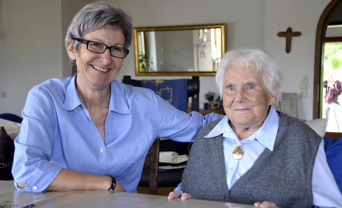 Gabriele Vögtlin freut sich, dass sie ...er Elsa Frank zu Hause pflegen kann.      Foto: Felix Held