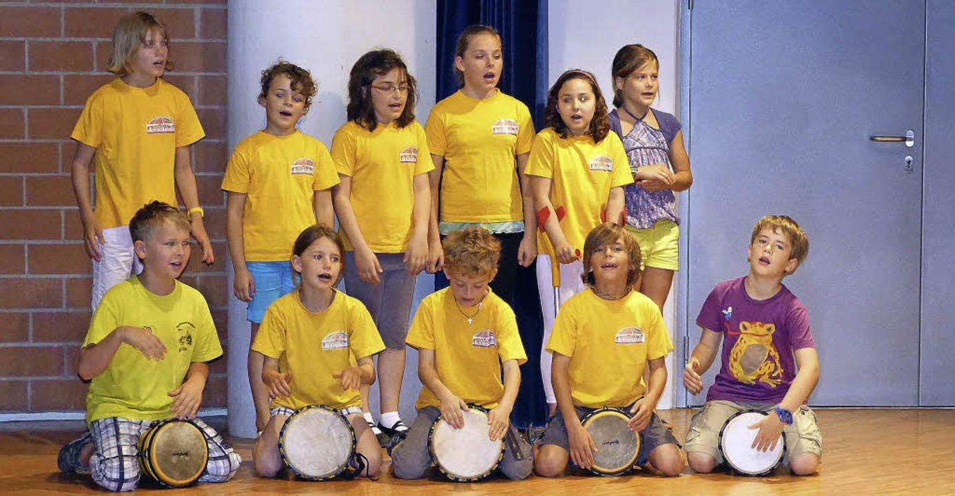 Singen und Trommeln, das packt Körper ...e die hingebungsvollen Kinder zeigen.   | Foto: MFW-Grundschule