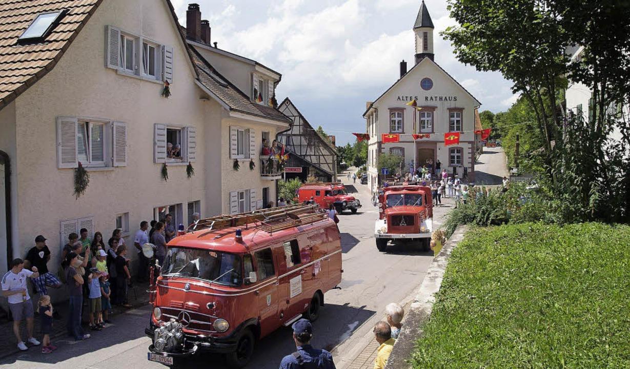 Schöne alte Feuerwehrautos gab es beim...er Sinn der Feuerwehr  gewandelt hat.   | Foto: Lorina Brugger