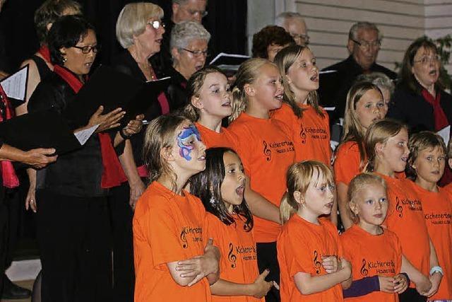 Viele Generationen auf einer Bühne