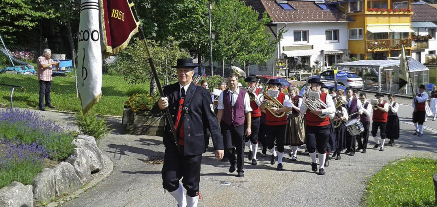 Die Musikvereine Rickenbach (unser Bil...nem ersten Gottesdienst in Rickenbach.  | Foto: bz