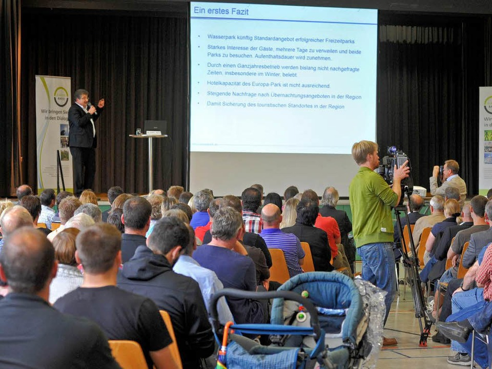 Die Ruster zeigten großes Interesse an...utanten kamen in die Rheingießenhalle.  | Foto: BernhArd Rein