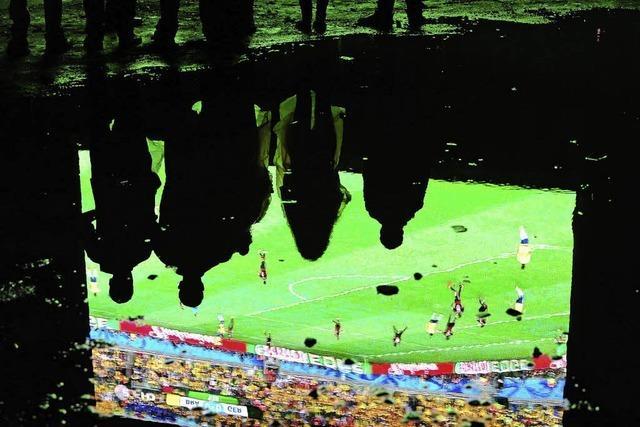 Nur 500 Fans jubeln beim Halbfinale auf der Fanmeile
