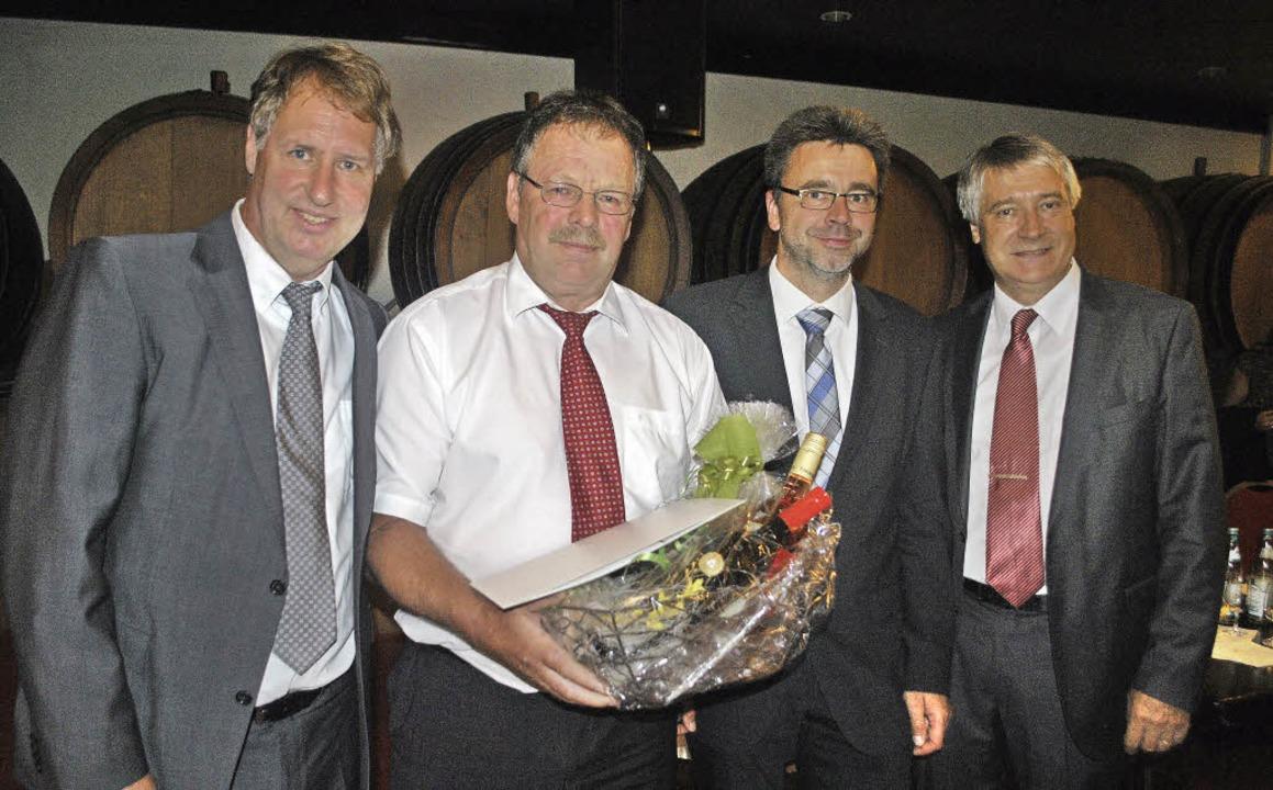 Hans-Adolf Brand (Zweiter von links) s... Axel Hahn (links) und Peter Schuster.  | Foto: Benjamin Bohn