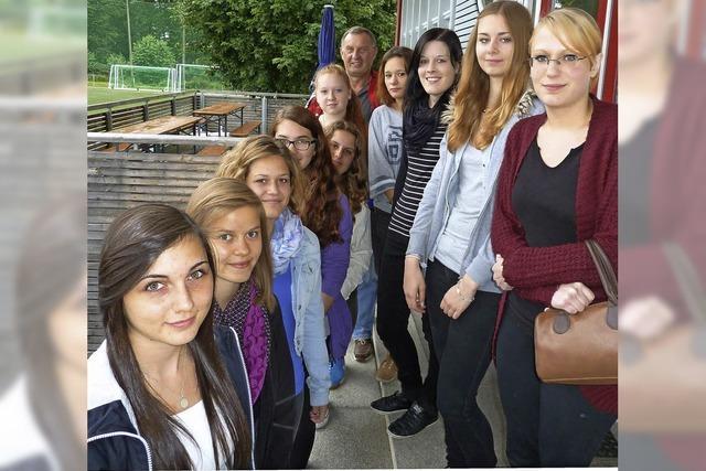 Neues Frauenteam in Löffingen: Elf Mädchen wollen dem Ball nachjagen
