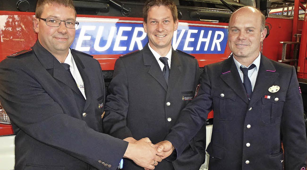 Die neuen Feuerwehruniformen der Stadt... Frank Wursthorn und  Michael Wehrle.   | Foto: Peter Stellmach