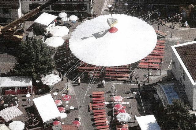 Ein Riesenschirm fürs Dorffest
