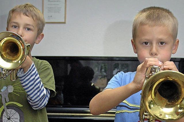 Instrumente und Lehrer kennen lernen – das ist gute Tradition