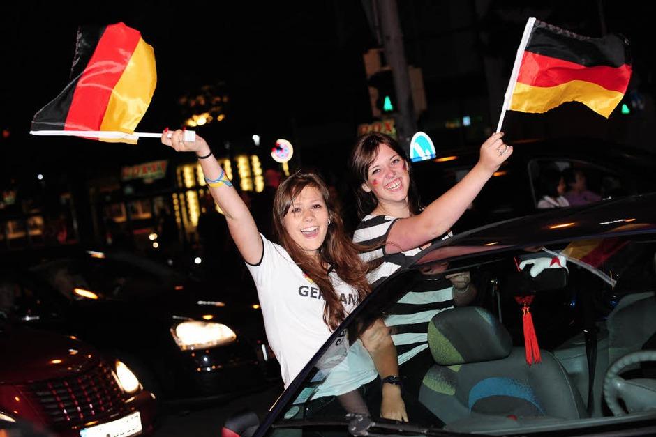 Menschen in Freiburg außer Rand und Band (Foto: Miroslav Dakov)