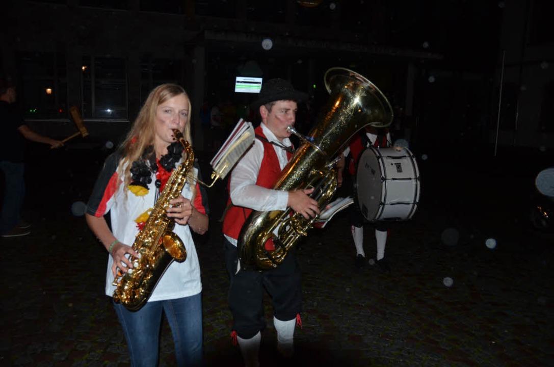 Musikalisches Feiern in Schönau nach Abpfiff.  | Foto: Meike Nicole Völz