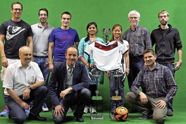 Zwei Teams der Hochschule Offenburg treten bei der Fußball-WM für Roboter an