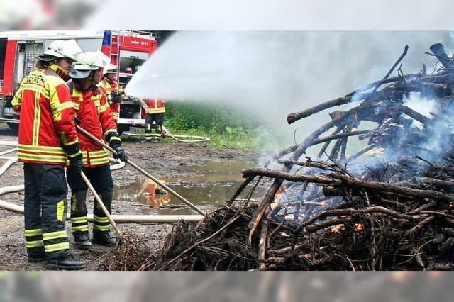 Waldbrandübung: Brenzlige Bedingungen im Forst