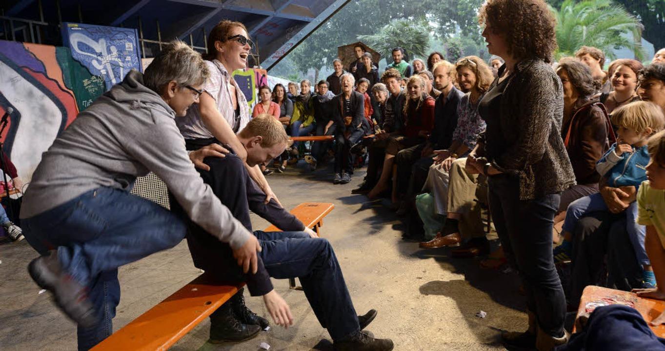 Spontan Brutal heißt die Impro-Truppe,... hatte. Sehr zur Freude des Publikums.  | Foto: Rita Eggstein