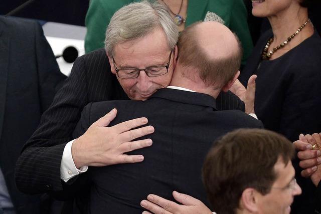 Umarmungen und Küsschen für EU-Kommissionspräsident Juncker