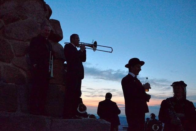 Video: 400 Musiker spielen auf dem Feldberg das Badnerlied
