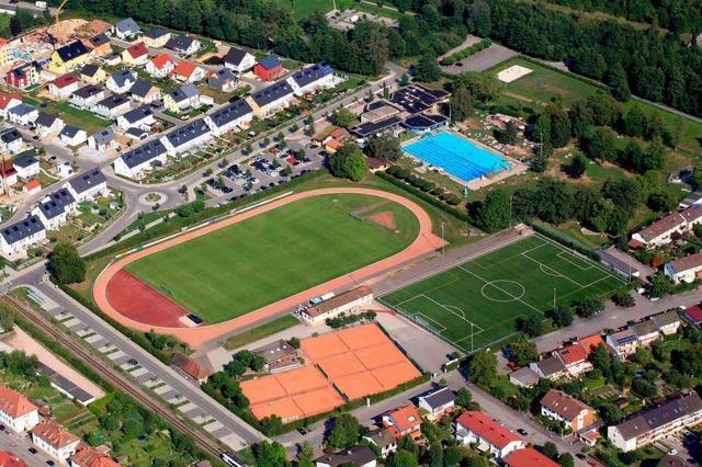 2811 Rote Karten für eine Oberfeldstadion-Überbauung