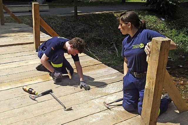 THW zimmert Holzbrücke für Lichterfest