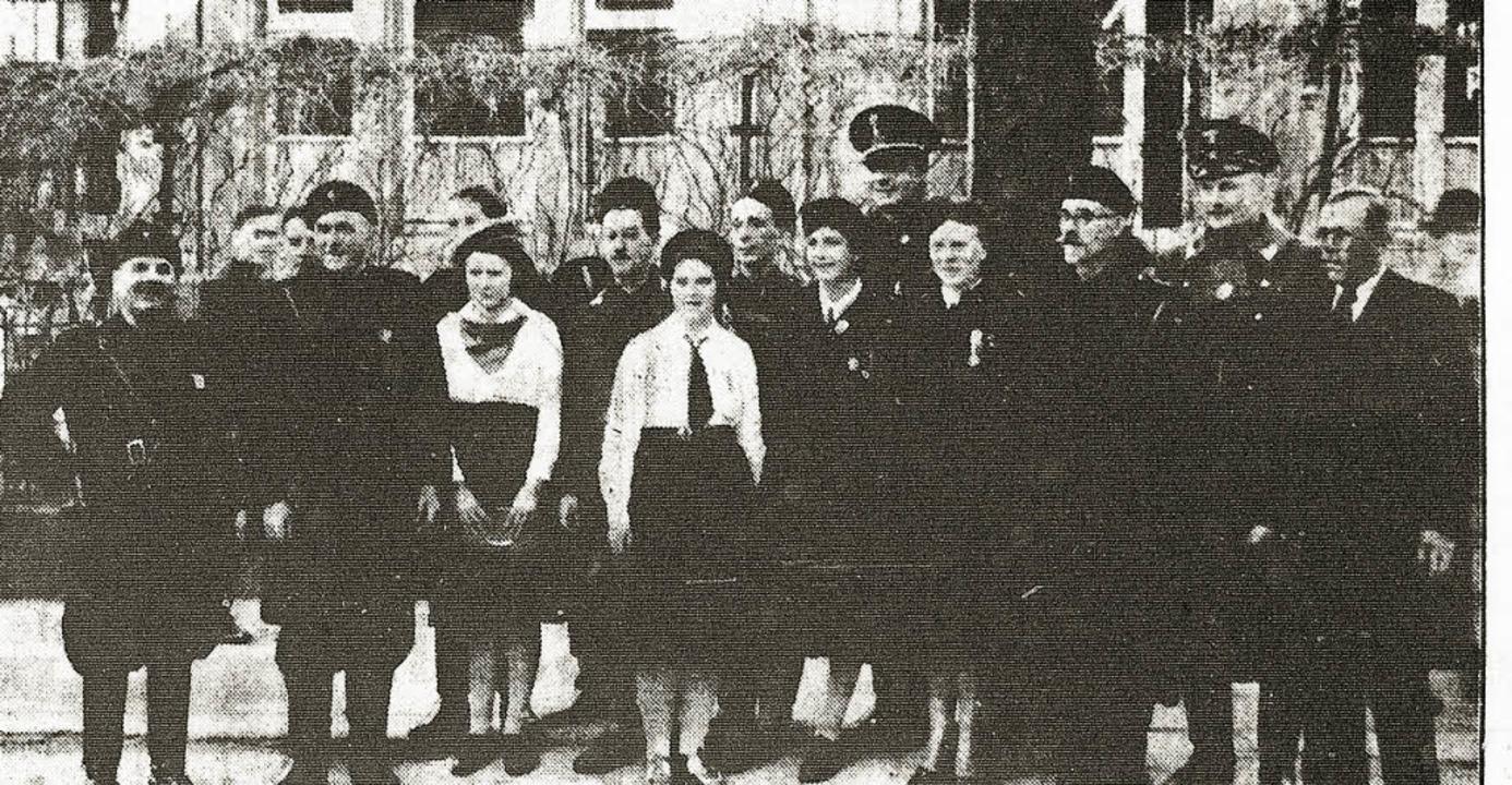 Die faschistische Ortsgruppe vor dem d... der Albertstraße am 29. November 1938    Foto: archiv, ursprünglich aus der alemanne (2)/Freiburger Zeitung