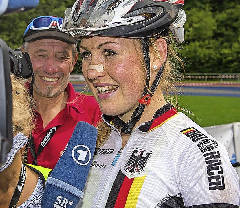 Zunehmend gefragt: Helen Grobert beim ARD-Interview   | Foto: Küste