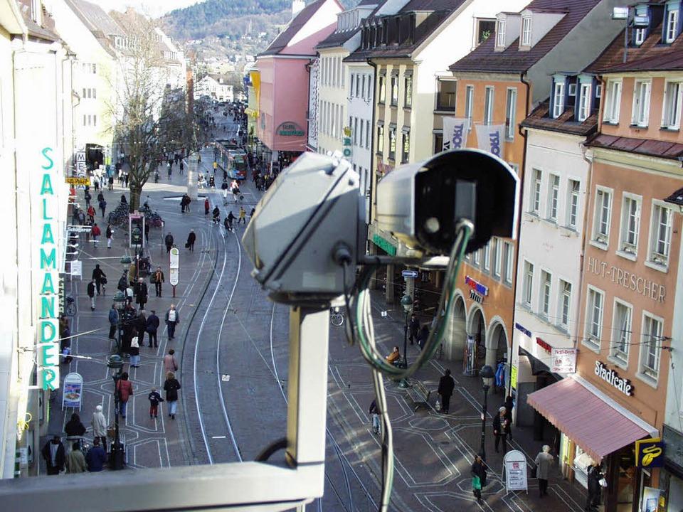 VAG-Kamera über dem Bertoldsbrunnen  | Foto: ingo schneider