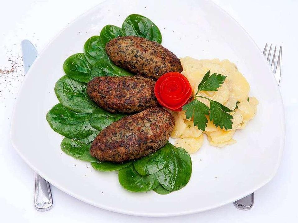 Feine Kalbfleischküchle mit Kartoffelsalat  | Foto: Michael Wissing