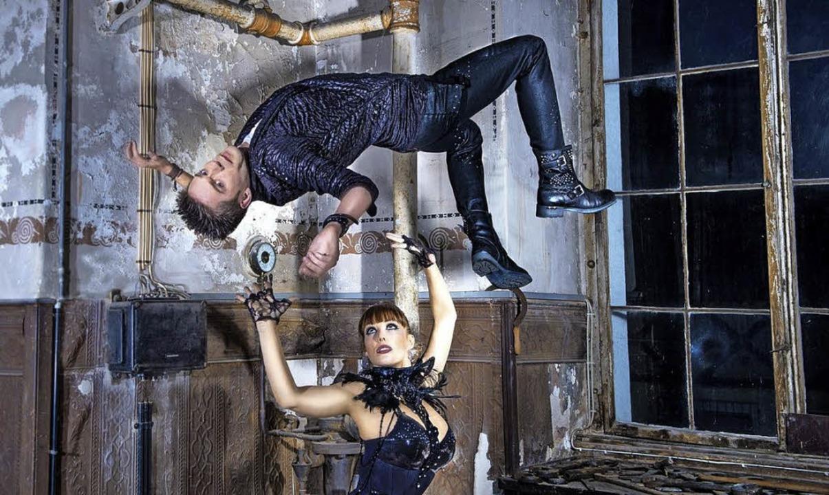 Willi Auerbach, Zauberer, Zauberer und... Illusionist schwebt über Assistentin.  | Foto: Markfoto