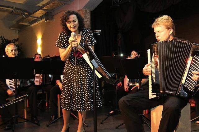 Tangomusik auf dem Klavier der Armen