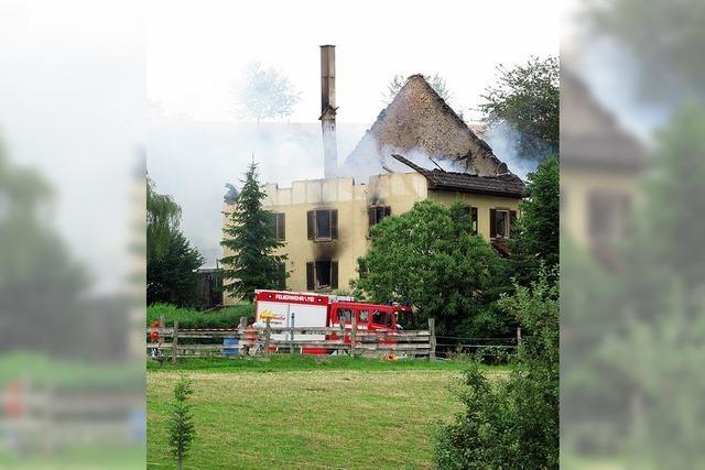 Erlenbodenhof brennt komplett aus
