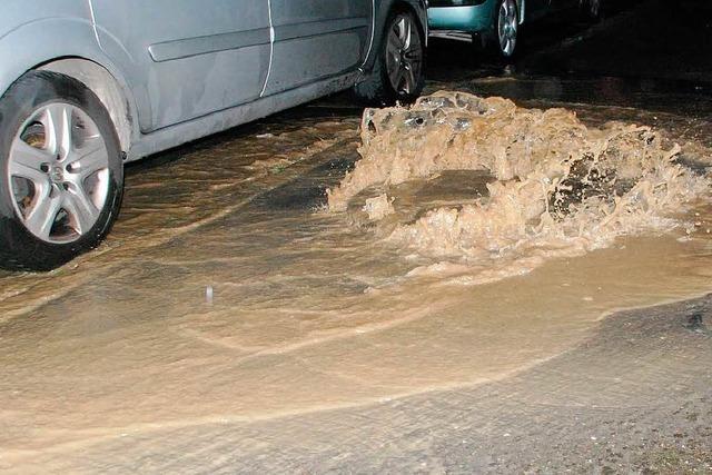 Starkregen im Kreis Lörrach: Feuerwehr kämpft gegen Wassermassen