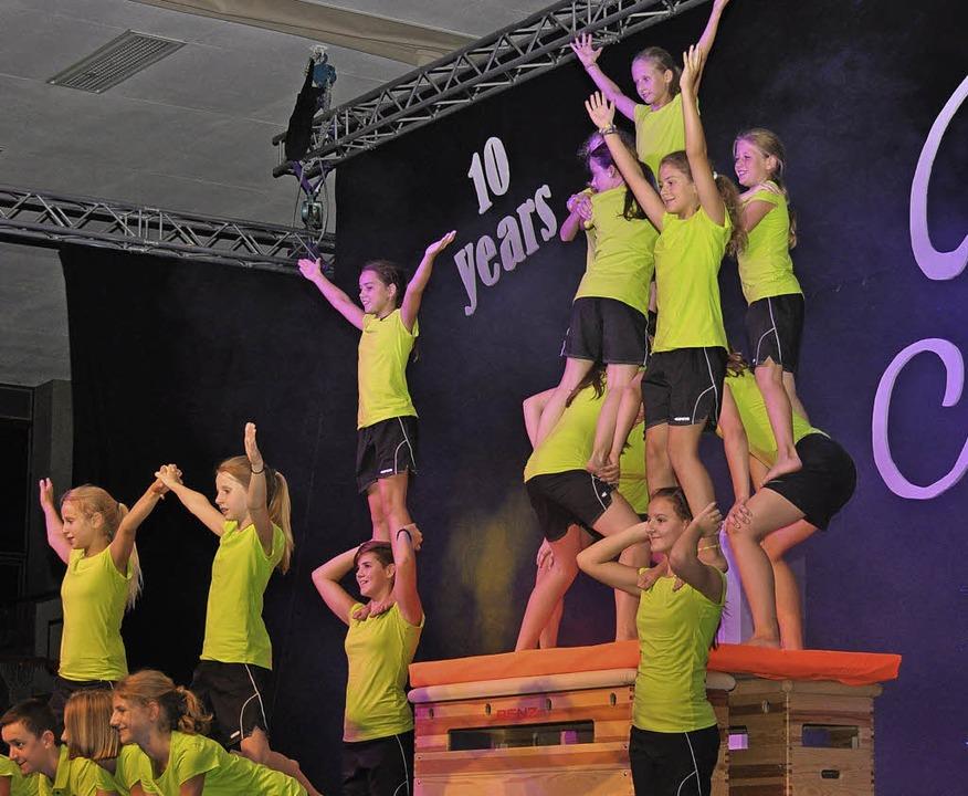 Jubilee hieß  das Motto der  10. Revue...üme sorgten für ein buntes Programm.      Foto: Kai Kricheldorff
