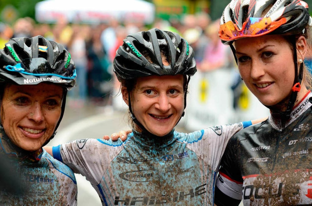 Siegertrio: Adelheid Morath (Mitte) ge...bert (rechts) kurbelte auf Rang drei.   | Foto: uwe rogowski