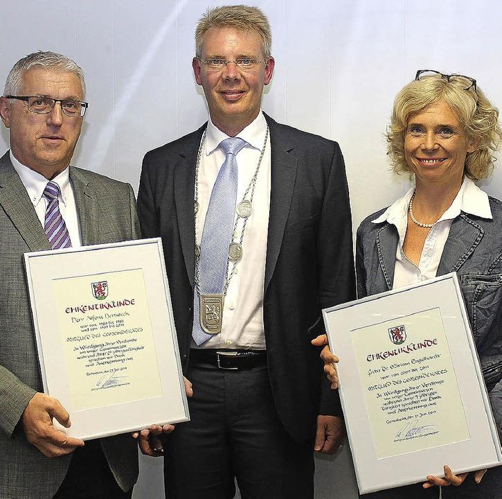 Bürgermeister Christian Riesterer (lin...rle und Kurt Hartenbach (von rechts).   | Foto: Schöneberg