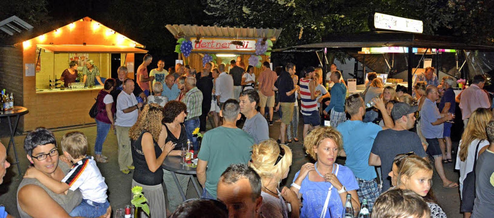 Gut besucht war das kleine Festgelände...en an der Scheffelhalle veranstaltete.  | Foto: Heinz Volmar