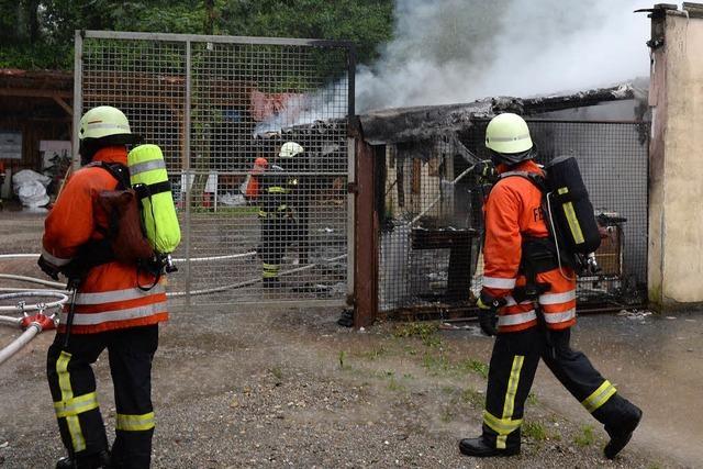 Lagerschuppen in Lehen abgebrannt