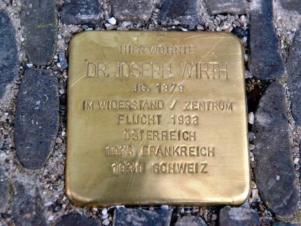 Stolpersteine – wie diesen für d...#8211; soll es auch in Breisach geben.  | Foto: dpa