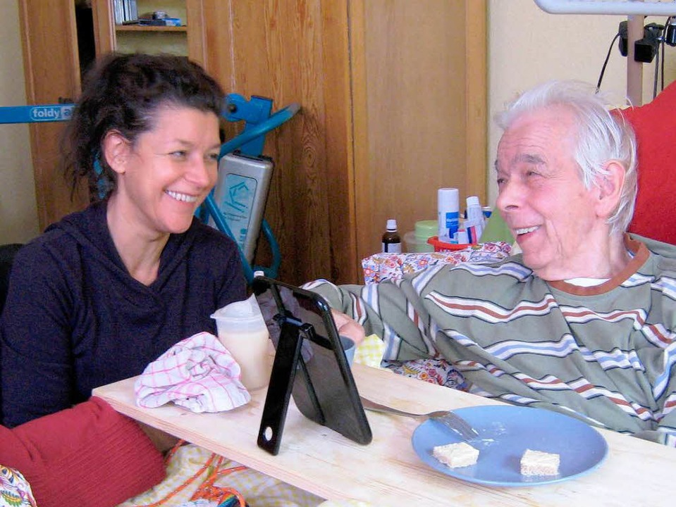 Christine und ihr pflegebedürftiger Vater     Foto: Jainski (WDR)