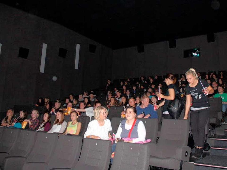 Der gut gefüllte Kinosaal, kurz nach 18 Uhr. Zeit für die Vorstellung!  | Foto: Privat