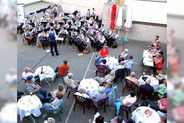 Stadtmusik gibt Kurkonzert