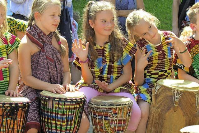 Afrikanisches Schulfest fasziniert Söldens Kinder