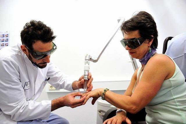 So funktioniert Tattoo-Entfernung mit dem Laser