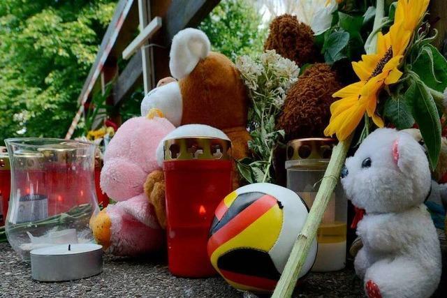 Fall Armani: Nun 180 Hinweise - Junge in Freiburg beerdigt