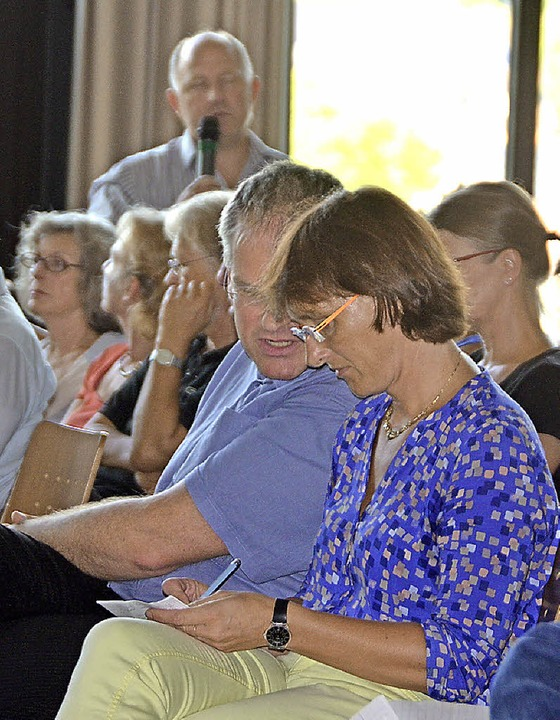 Fragen gab es viele aus den Reihen der...atsvorsitzende Katja Stangier Notizen.  | Foto: Ralf H. Dorweiler