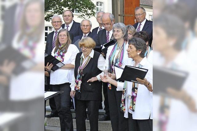 Sänger und Jagdhornbläser im musikalischen Dialog